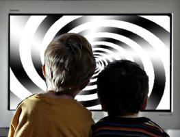 Ученые рассказали, как телевизор влияет на развитие ребенка