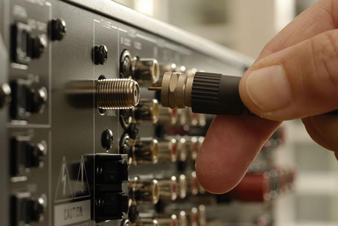Подсоединение кабельного сигнала