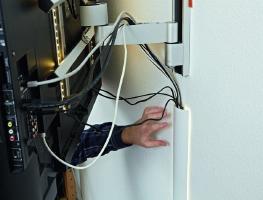 Как красиво замаскировать провода от телевизора на стене
