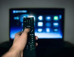 Телевизор зависает: что делать