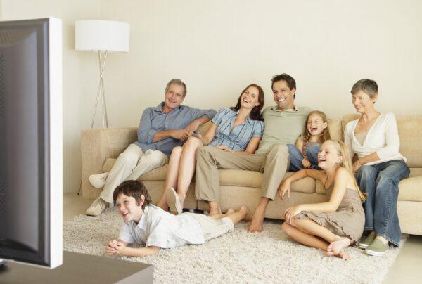 Семья за просмотром тВ